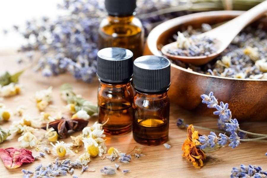 6 Most Common Essential Oils Uses
